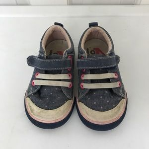 Gently used, size 6, see kai run sneakers